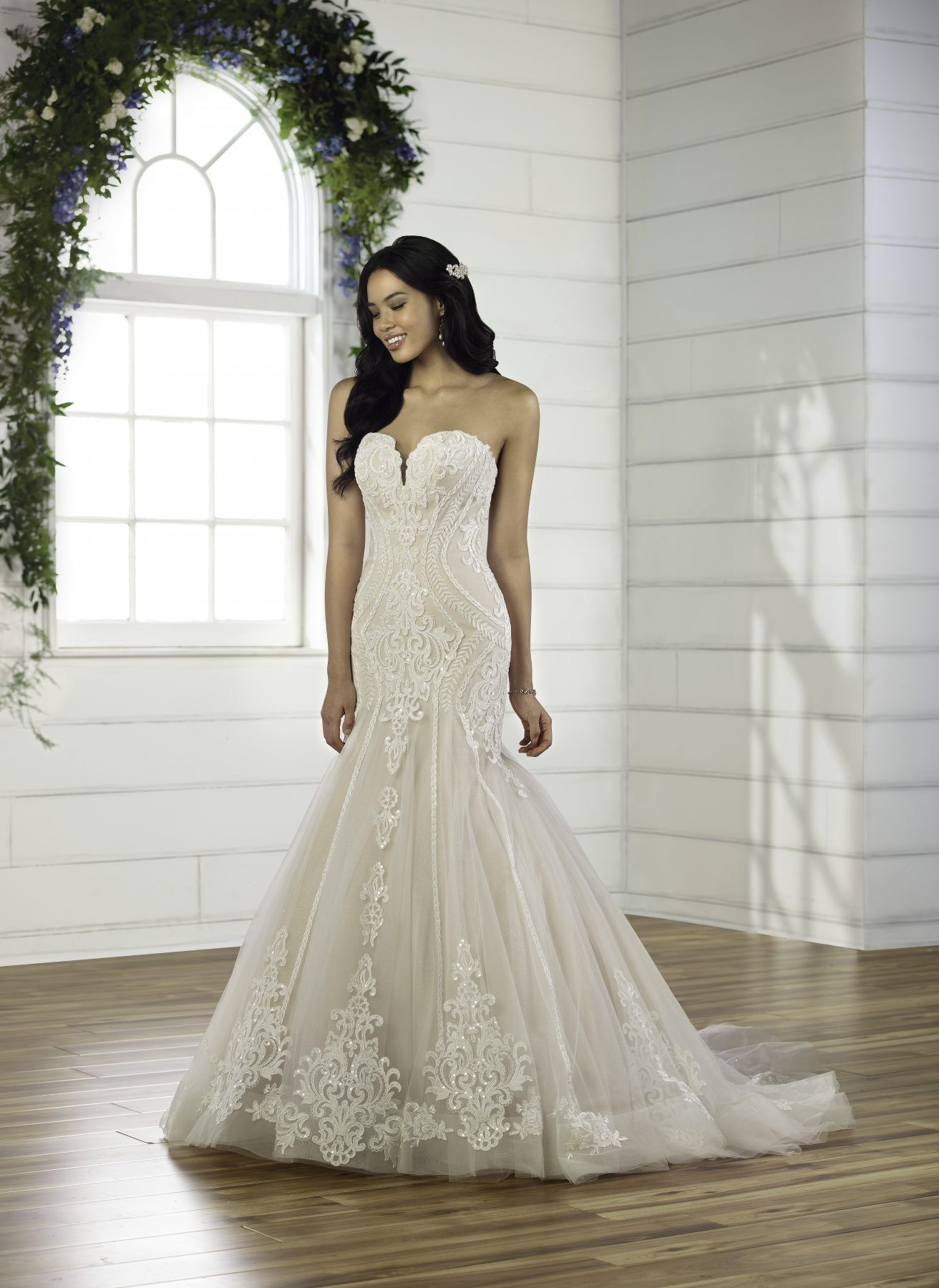 Strapless Sweetheart Neckline Fit And Flare Wedding Dress With Lace Details And Beading Kleinfeld Bridal In 2021 Fit And Flare Wedding Dress Wedding Dresses Kleinfeld Wedding Dresses [ 1800 x 1312 Pixel ]