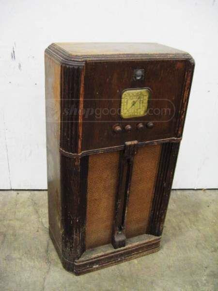 Vintage Art Deco Delco Floor Console Radio R1129