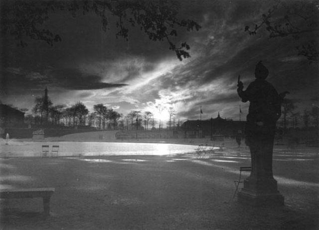 Vintage everyday 54 vintage photographs captured street scenes of paris in the 1920s