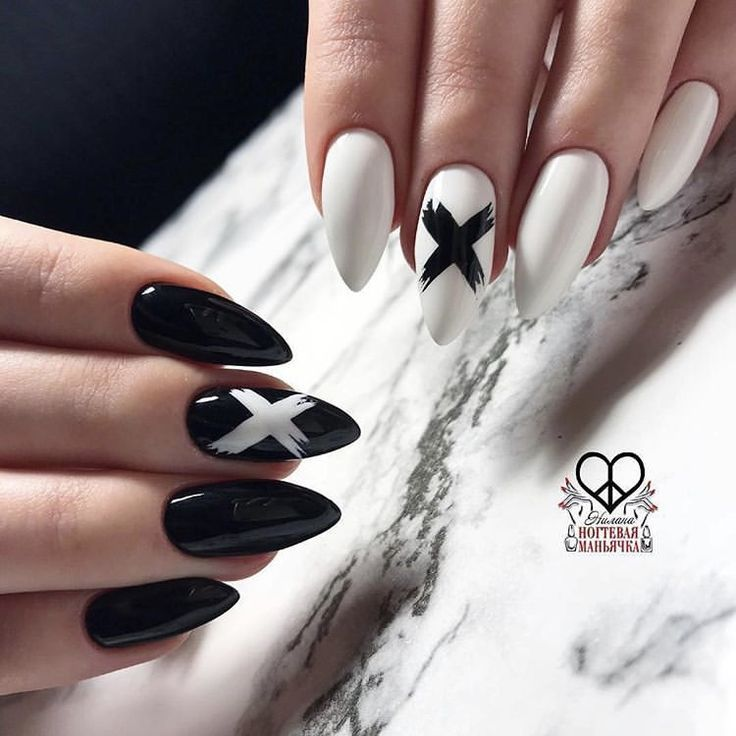 Can't go wrong with black and white design nails.