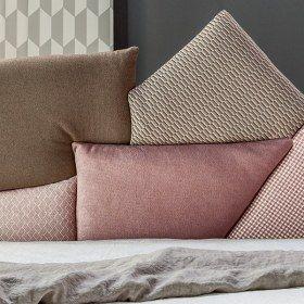 Picabia un letto matrimoniale con rivestimento in tessuto o pelle bonaldo bonaldo - Rivestimento letto matrimoniale ...