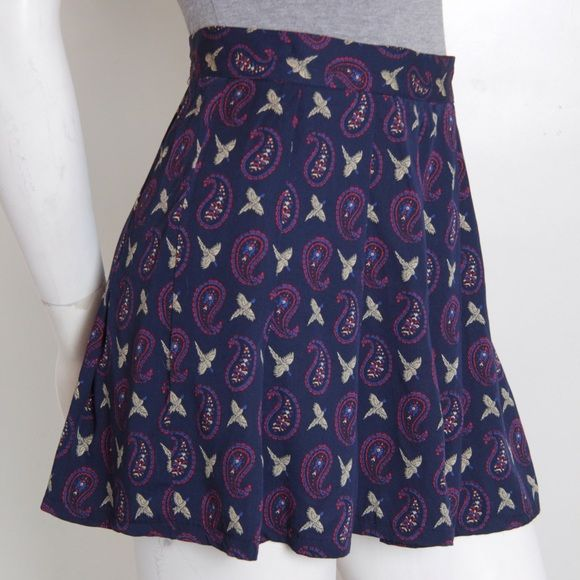 "VINTAGE paisley and dove printed mini skirt. Vintage high waisted mini skirt. Paisley and dove print. Beautiful and in great condition. 25"" waist. Size 6 PETITE. So note waist dimensions. Vintage Skirts Mini"