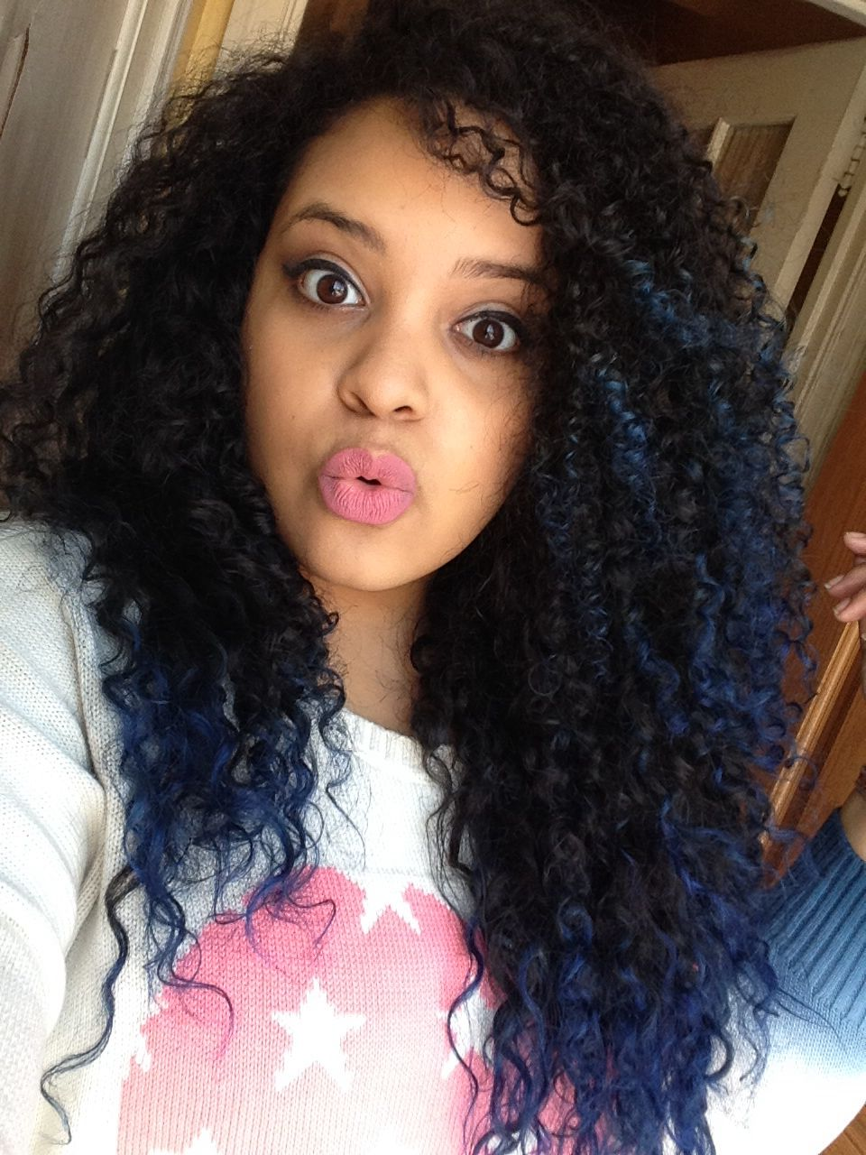 blue tips. natural curly hair ombr
