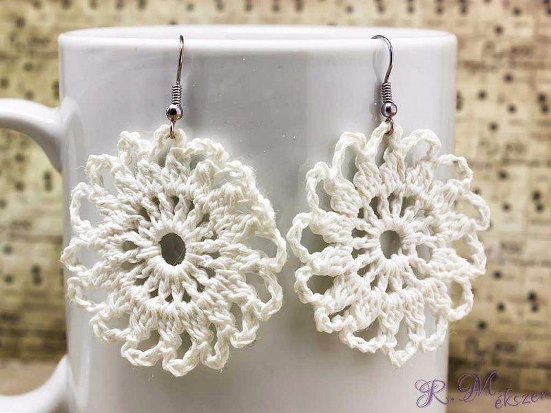 Horgolt fehér virágos fülbevaló  a87e5e555a
