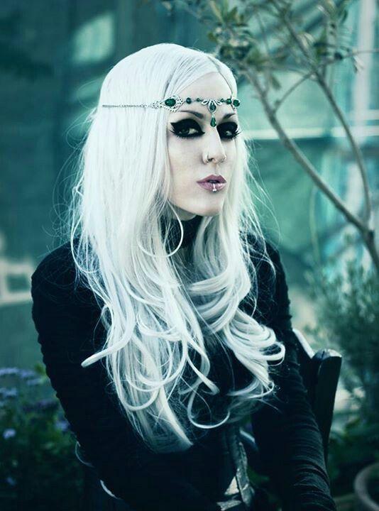 Dark blondie