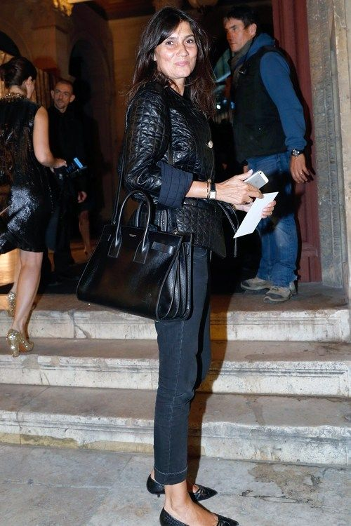 Emmanuelle Alt ... and yes, she caries a bag