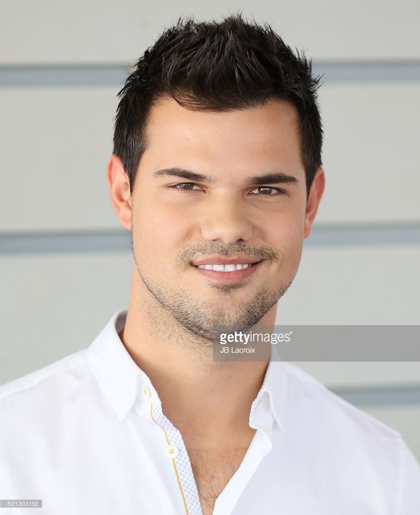 Taylor Lautner attends the 33rd Breeder's Cup World ... Taylor Lautner
