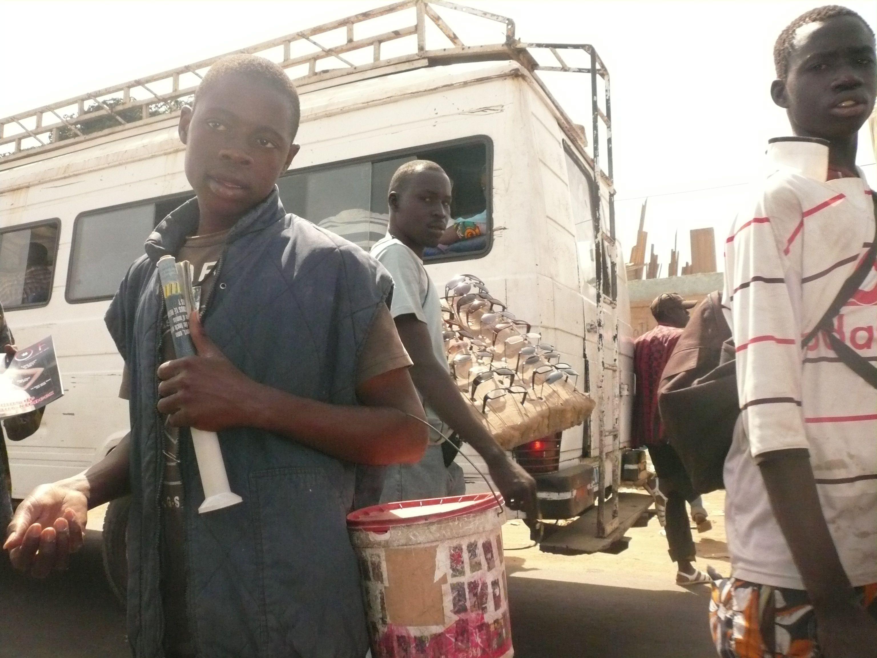 Vendeurs  la sauvette Sénégal Pinterest