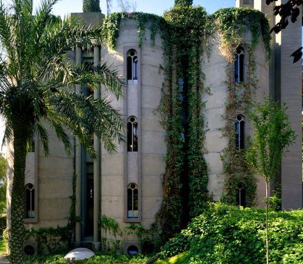 Ricardo Bofill, Exterior, Cement