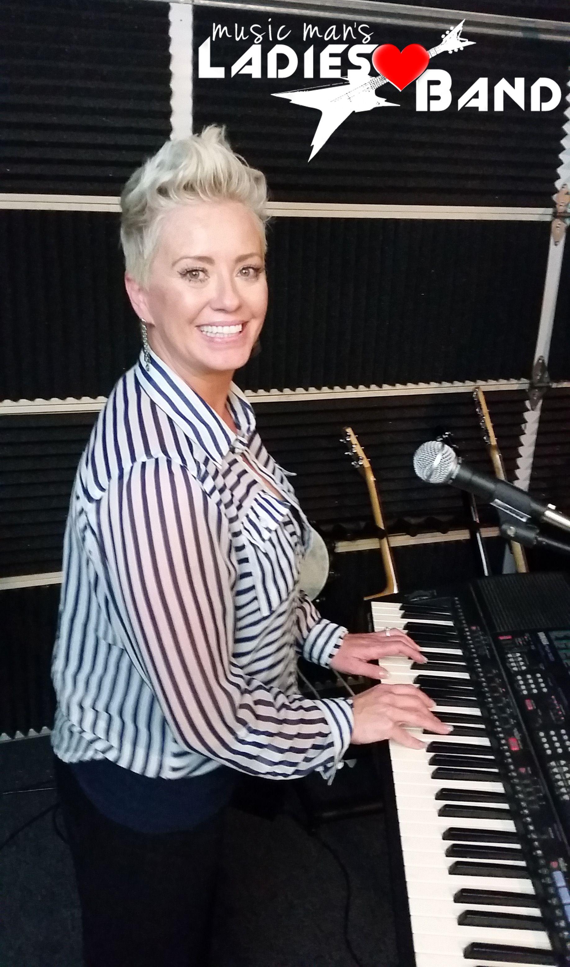 Ericka keyboard ladiesband (With