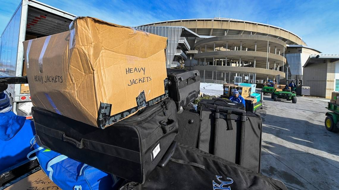 Royals pack up for spring training, announce Cactus League