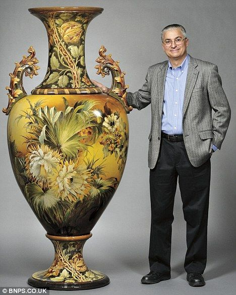 You Couldnt Fit This On Your Mantelpiece Worlds Largest Vase
