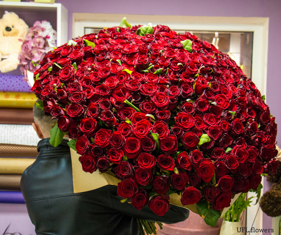 Huge bouquet of roses Rose bouquet, Bouquet, Red roses
