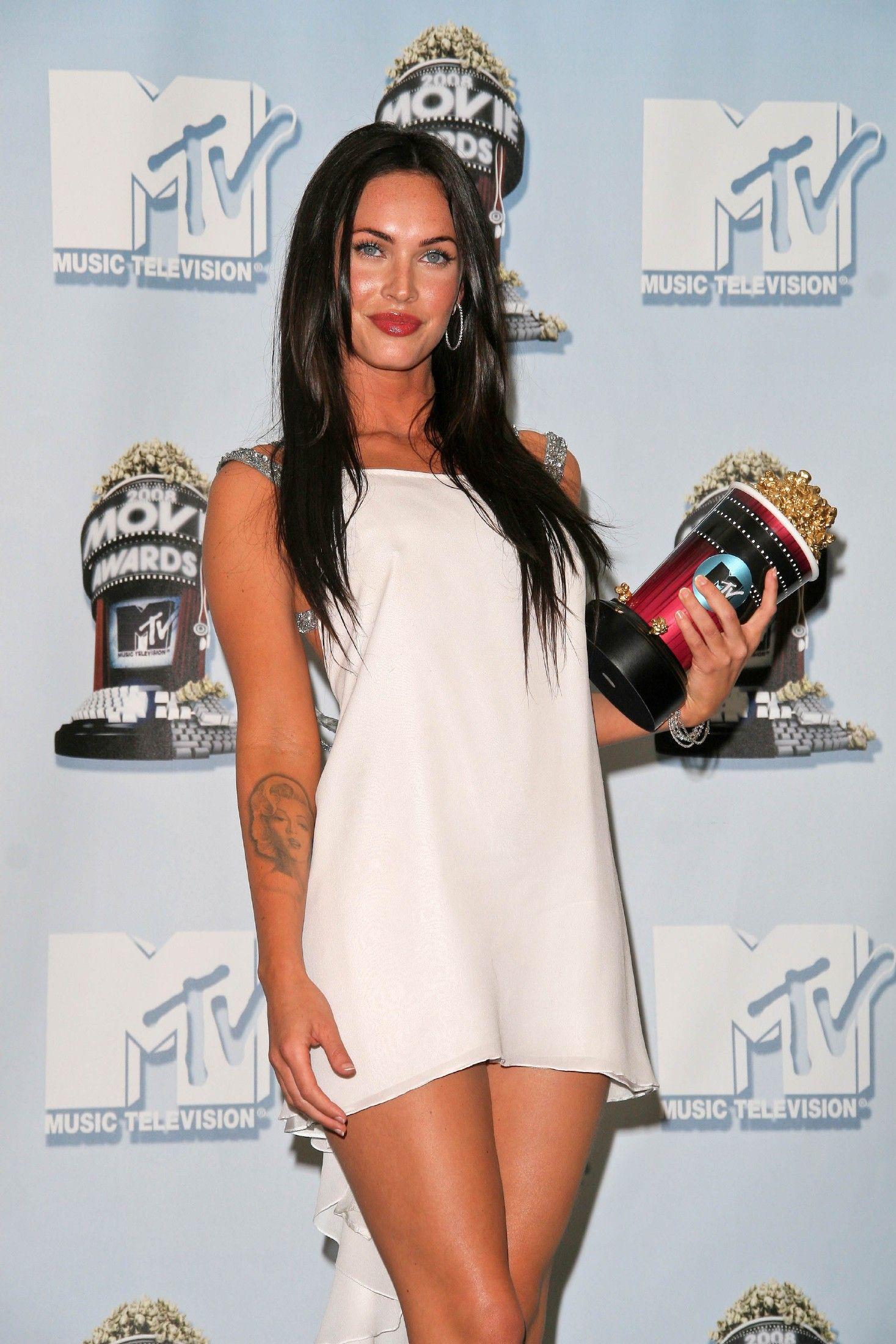 Megan Fox Wearing A Tiny Little White Dress Megan Fox Hot Megan Fox Megan Fox Movies [ 2200 x 1467 Pixel ]