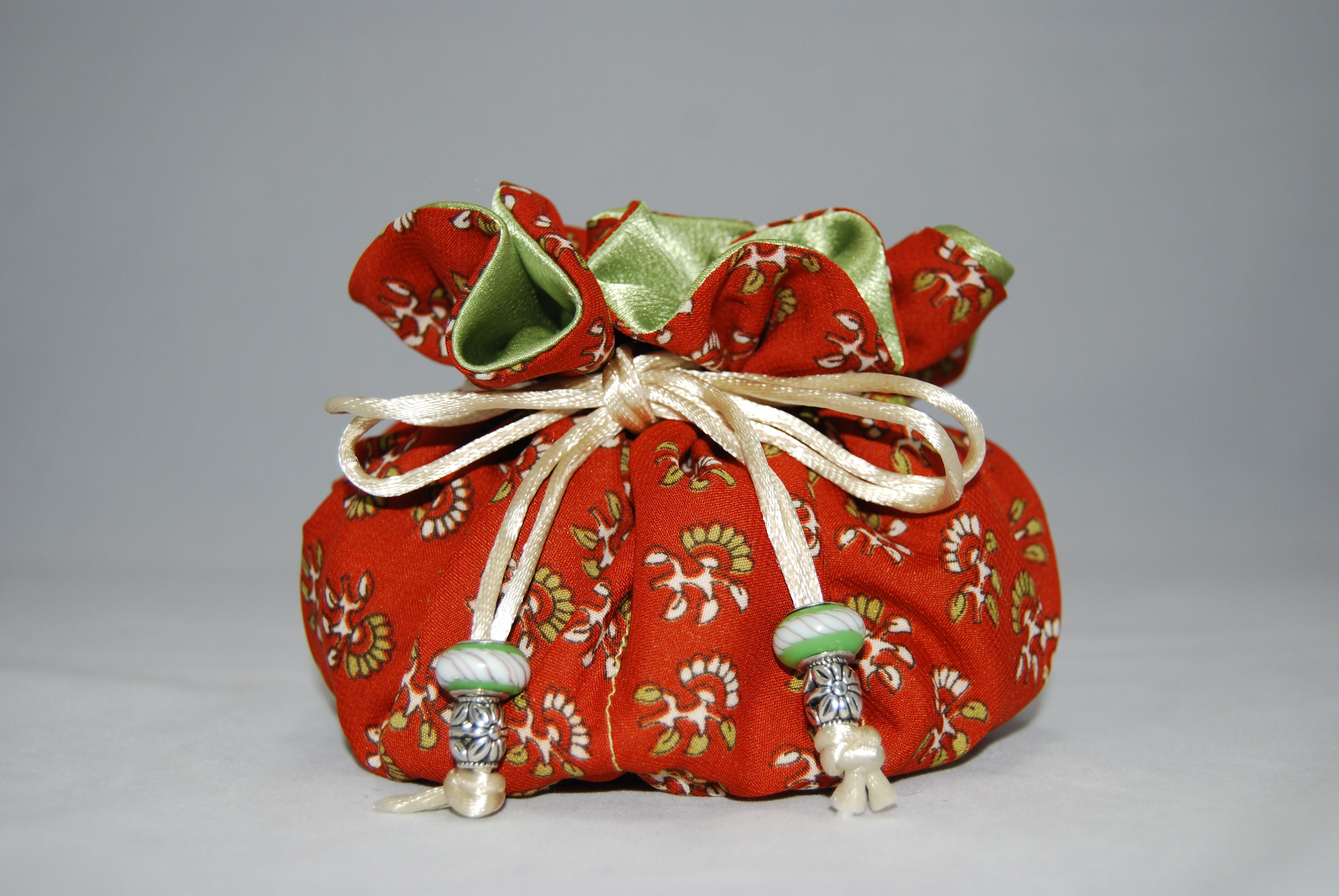 Very Pondicherry.  Jewelry Travel/Storage bag made of fine Indian Silk.  Reminiscent of the beautiful Pondicherry area on the Bay of Bengal, eastern cost of India.   www.Bangarubags.com