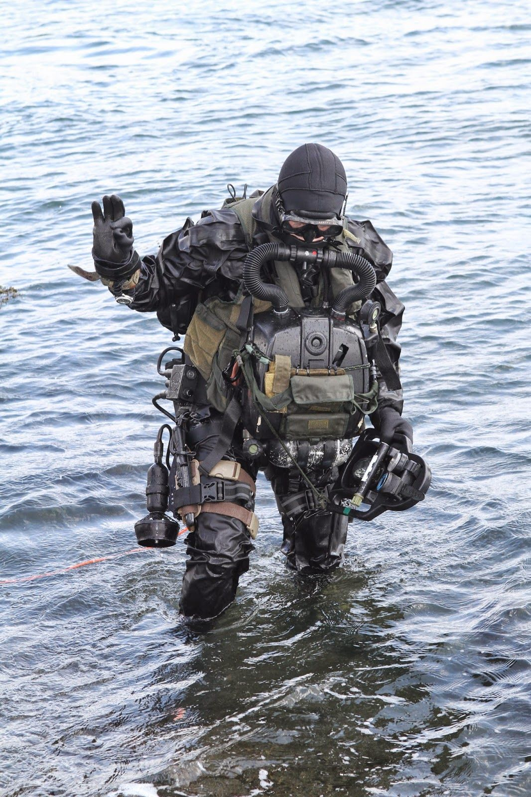 Military special forces gear - Netherlands Special Forces The Netherlands Special Forces Include Highly Trained Combat Swimmer