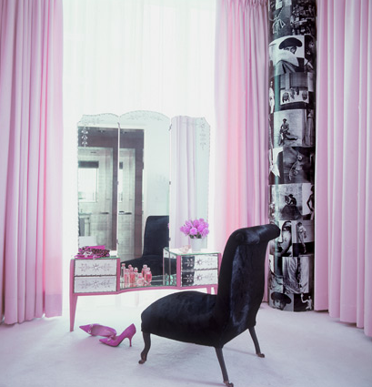 I want this room, what a perfect Ladies corner