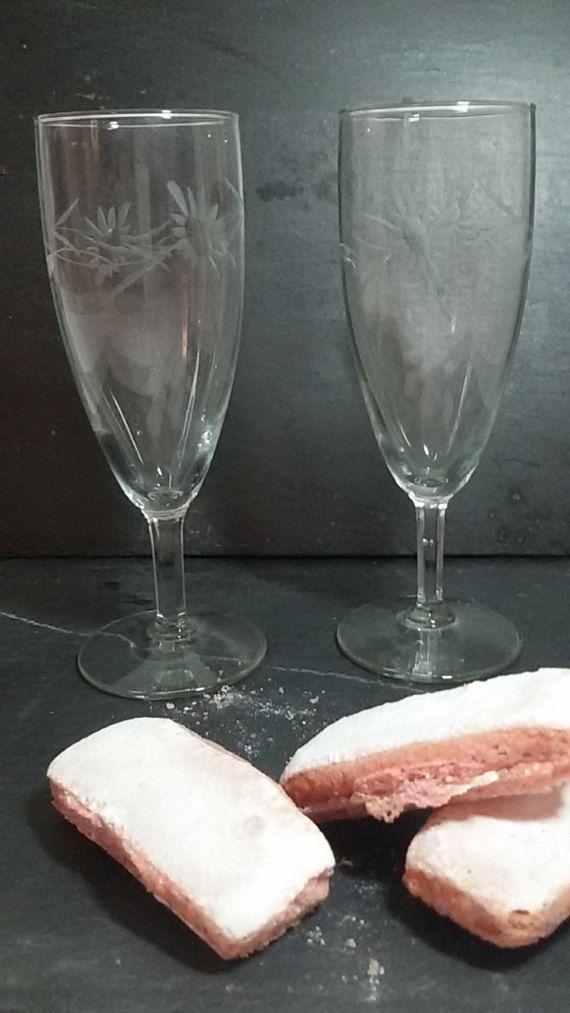 Retrouvez cet article dans ma boutique Etsy https://www.etsy.com/fr/listing/497185324/deux-flutes-a-champagne-champagne