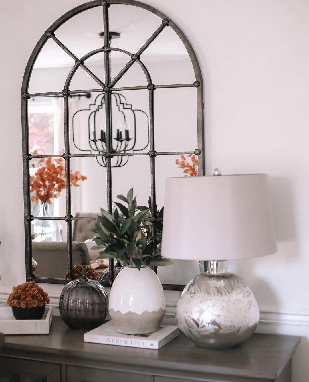 Oficialmente ya se puede empezar a decorar para nadivad.... yo prefiero la deco otoñal Tiene algo especial . . . @anna_brstyle #mirror #homesense #interiordesign #homedesign #lovelyinterior #interiordetails #interiorblogger #aesthetic #decoblogger #rinconesqueinspiran #homedecor #instadeco #decoration #fall #autumn #november #sweaterweather