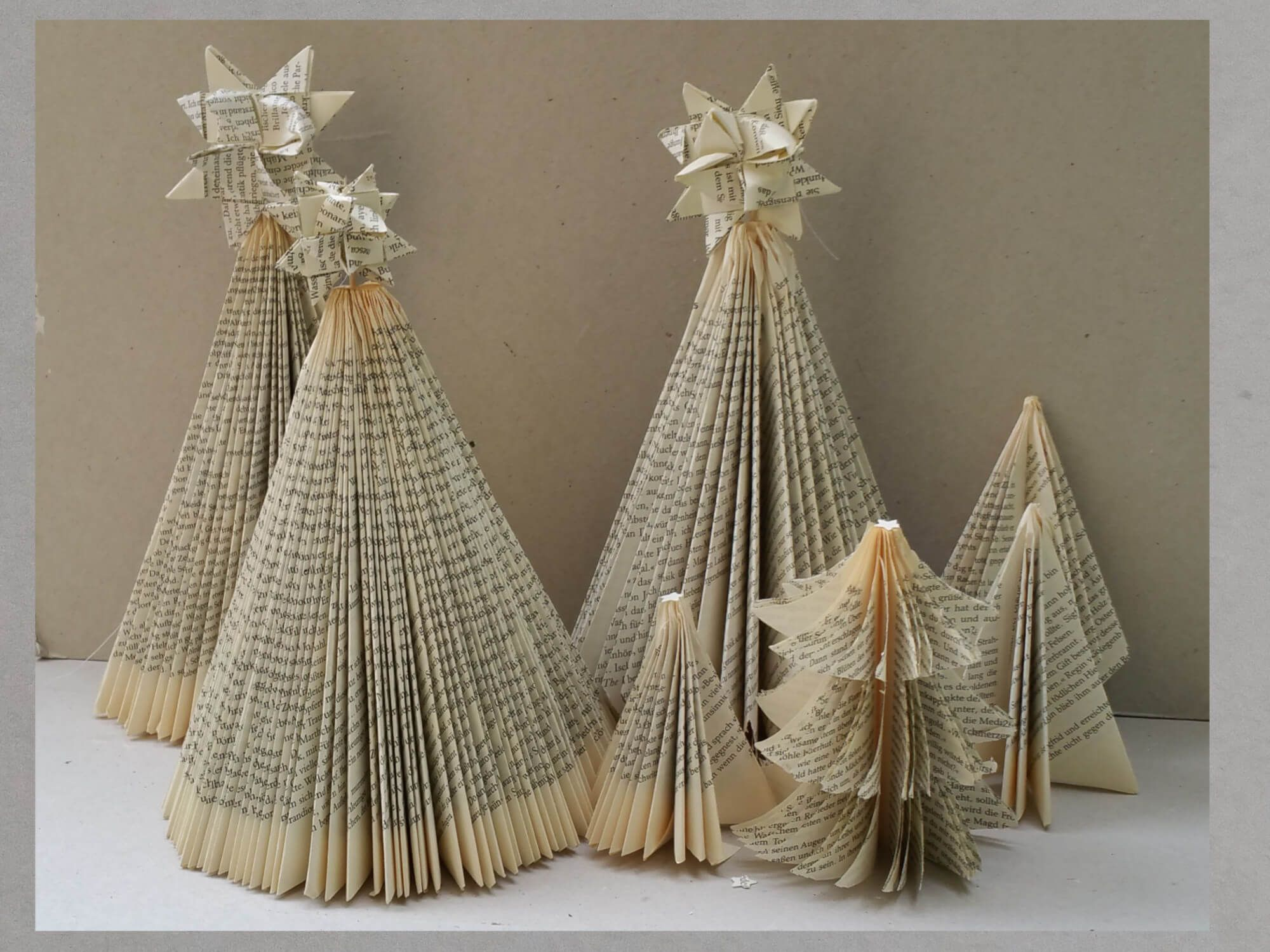 diy weihnachtsbaum aus buch falten books recycling art pinterest weihnachten. Black Bedroom Furniture Sets. Home Design Ideas