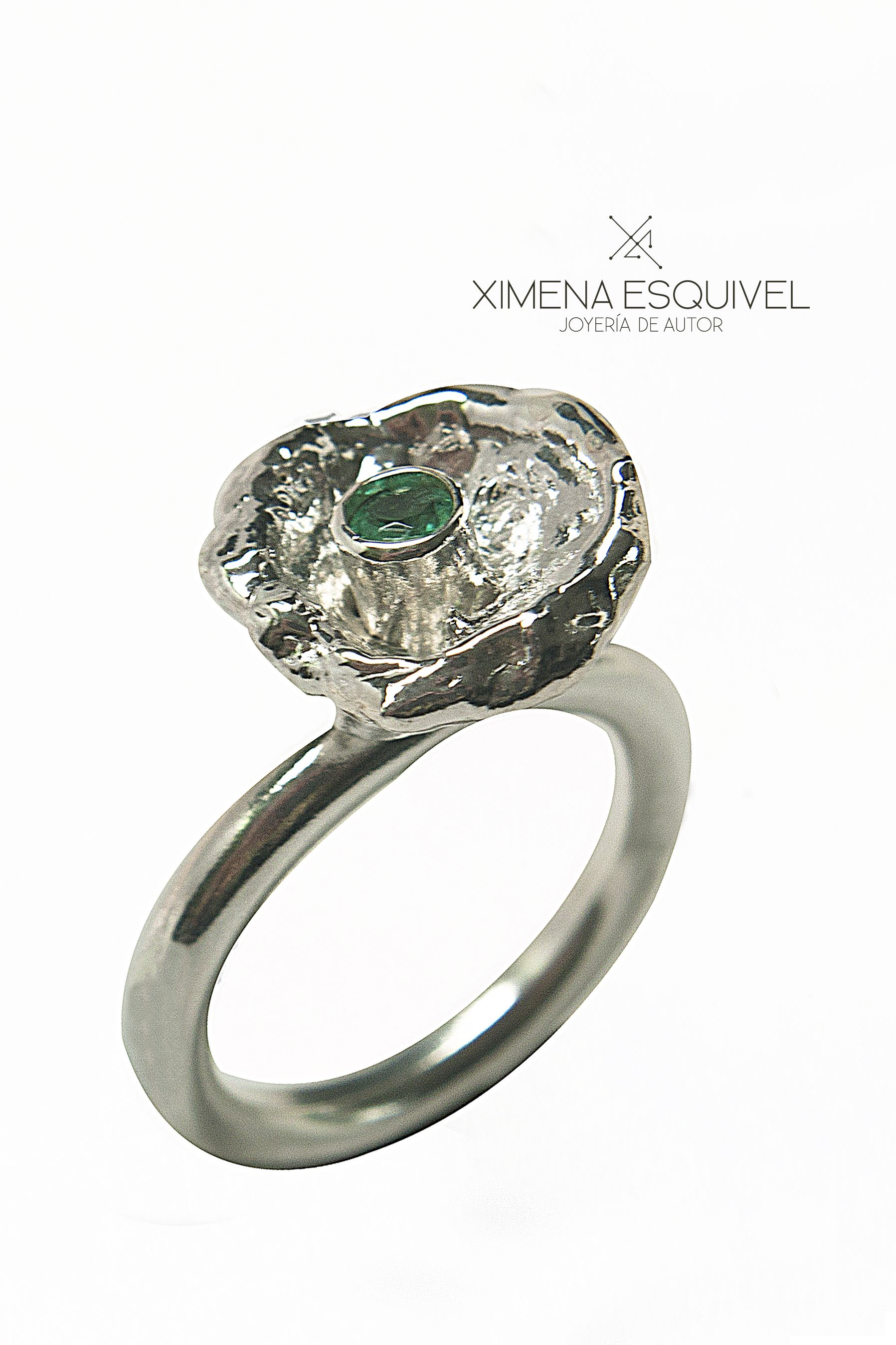 Silver ring with emerald. Ximena Esquivel