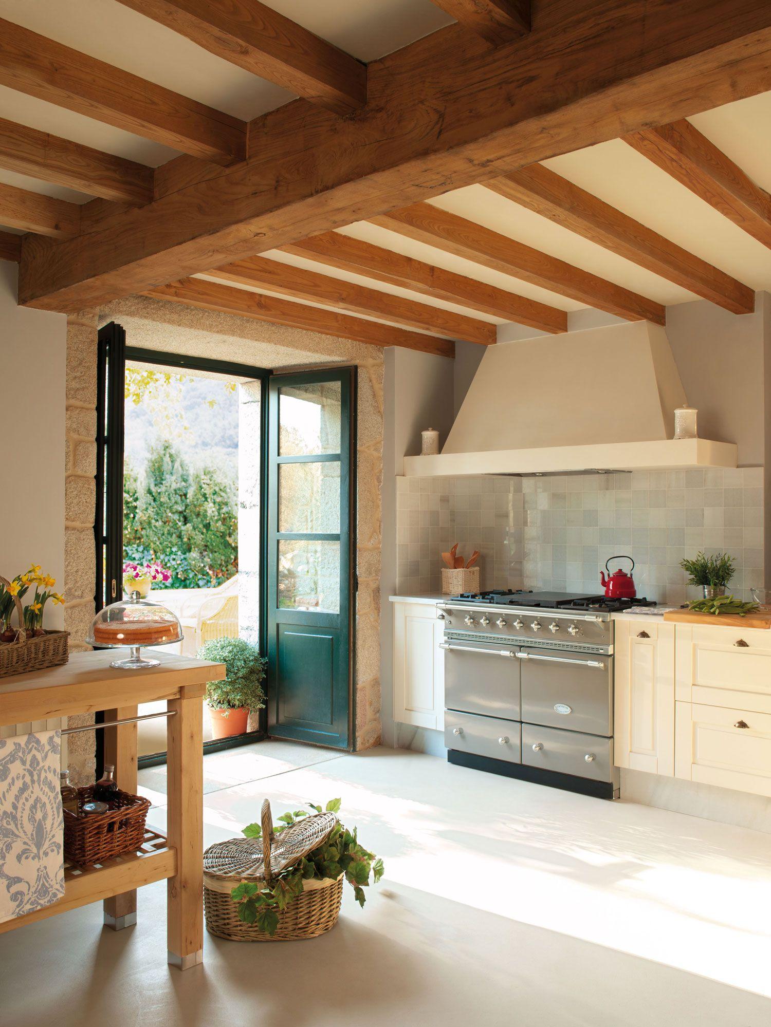 Rustica Y Luminosa Cocina Con Puertas Al Jardin 00315225 Rustico - Decoracin-casas-rusticas