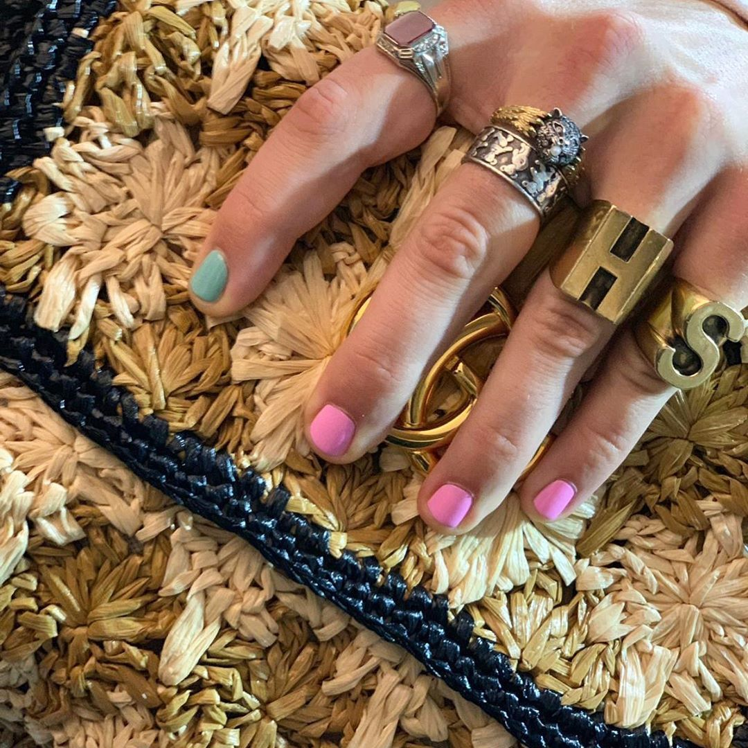 Harry Styles Nails In 2020 Harry Styles Hands Fashion Nails Harry Styles