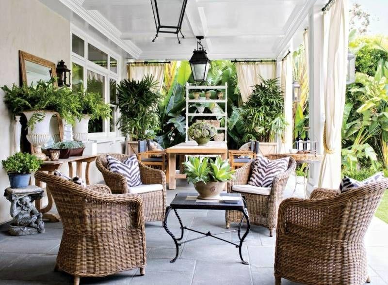 terrassen ideen im traditionellen stil mit korbm beln und vielen pflanzen einfach nur draussen. Black Bedroom Furniture Sets. Home Design Ideas
