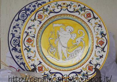 Wall plate Ricco #Deruta #Italy piatto meraviglioso! http://ceramicamia.blogspot.it/2013/11/decorazione-di-un-piatto-con-putto.html