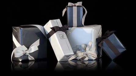 Image from http://www.uhoohs.com/gift-wrapping-boxes.jpg.