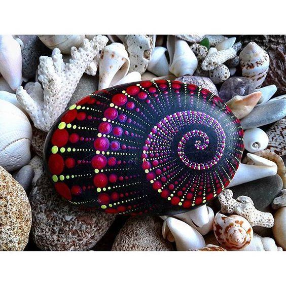 Deniz Kabugu Boyama Ornekleri 7 Boyali Kayalar Sanat Sanat Terapisi