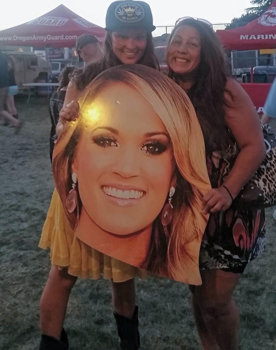 Carrie Underwood Cardboard Cutout lifesize Standee.