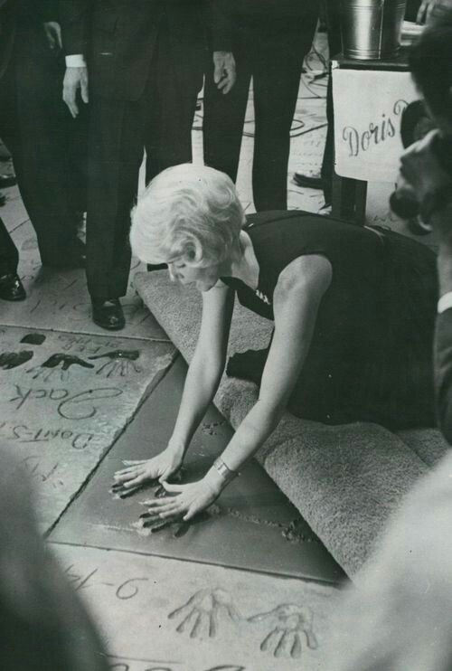Doris Day leaving her hand prints