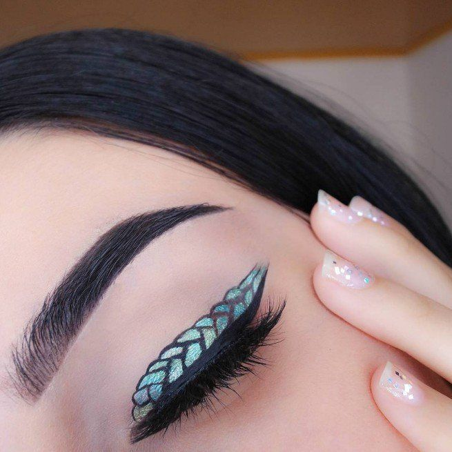 """Mer-Liner"" Is the Most Fintastic Eye Makeup Trend We've Seen This Year"
