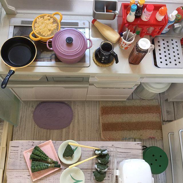 昨日 お見せできなかった  アングル変えての場面  #sanrio#littletwinstars #japan #japanese #ぷち #kitchen #システムキッチン #柏餅 #かしわもち #ちまき #garden #ガーデン #観葉植物 #観葉植物のある暮らし #観葉植物インテリア #鍋 #夕飯準備 #マカロニ #茹でる #ルクルーゼ #ルクルーゼジャポン#マヨネーズ