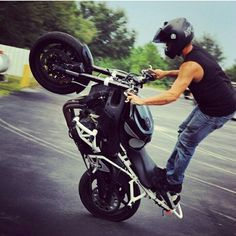 Sponsored Rider @devrendwolf Always vertical on his ZeusArmor equipped R6S featuring our Pro Series Dual Slider Cage, Cheater Subcage, SubBrace, hockeystix braces, round scrape bar, tailsaver and step plate  #zeusarmor #dowork #yamaha #r6s #stunt #crashcage #proseries #cheatersubcage #subframe #scrapebar #hockeystixbraces #subbrace #tailsaver #stepplate