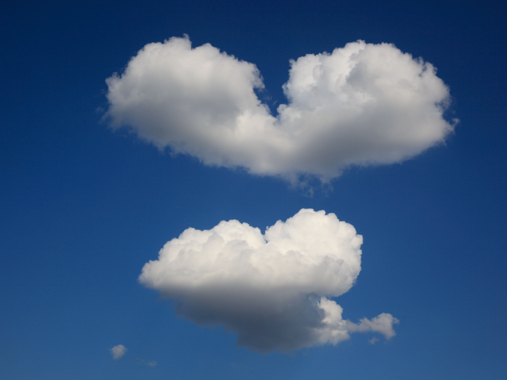 Bildagentur Online Universal Images Group Via Getty Images Heart Clouds Spotted In Romania According To Nasa Some Previous Lenticular Clouds Clouds Photoshop