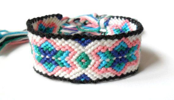 0247db6ff7d3 macrame bracelet | LOOMS - Macramé | Pulseras de hilo, Manualidades ...
