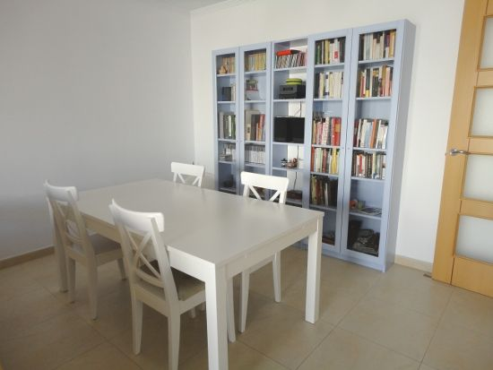 Librería, mesa y sillas de Ikea DESPUÉS de pintar | Casita ...