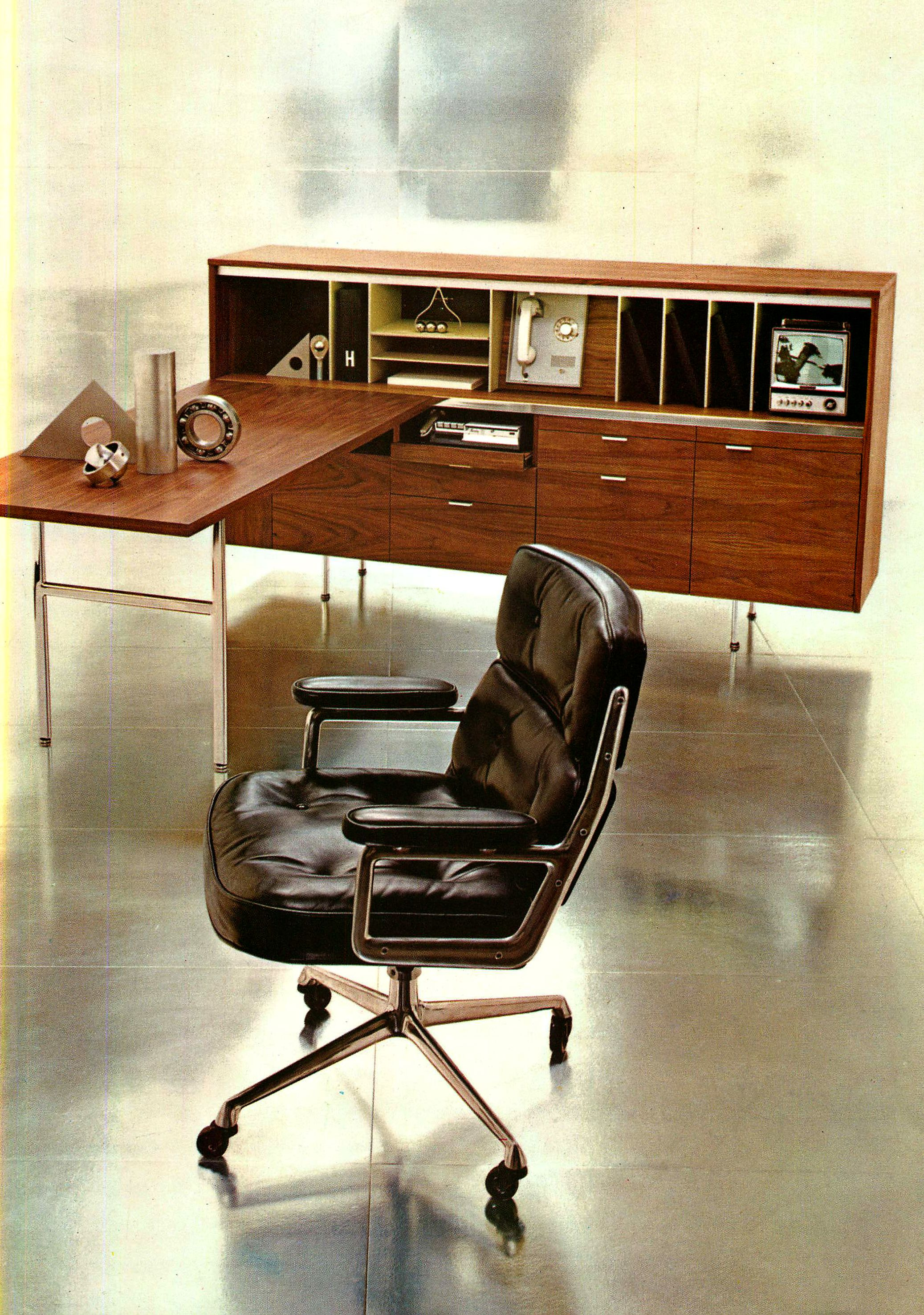 #Eames Executive Chair And A George Nelson Receptionists Desk By  @hermanmiller