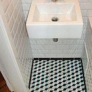 """Badezimmer mit Metro-Fliesen (Wand) und Zementfliesen """"Petit Cube"""" M076"""