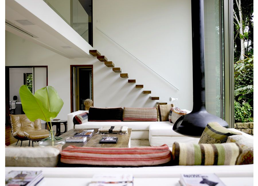 Dangling fireplace floating stairs in a home with a for Casa minimalista beverly hills mcclean design california eeuu
