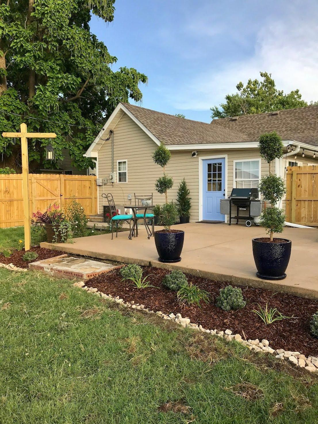 How She Transformed A Plain Backyard Into A Welcoming Garden Patio Oasis With Affordable Outdoor Furniture And Lots Of Plan Cottage Patio Patio Garden Backyard