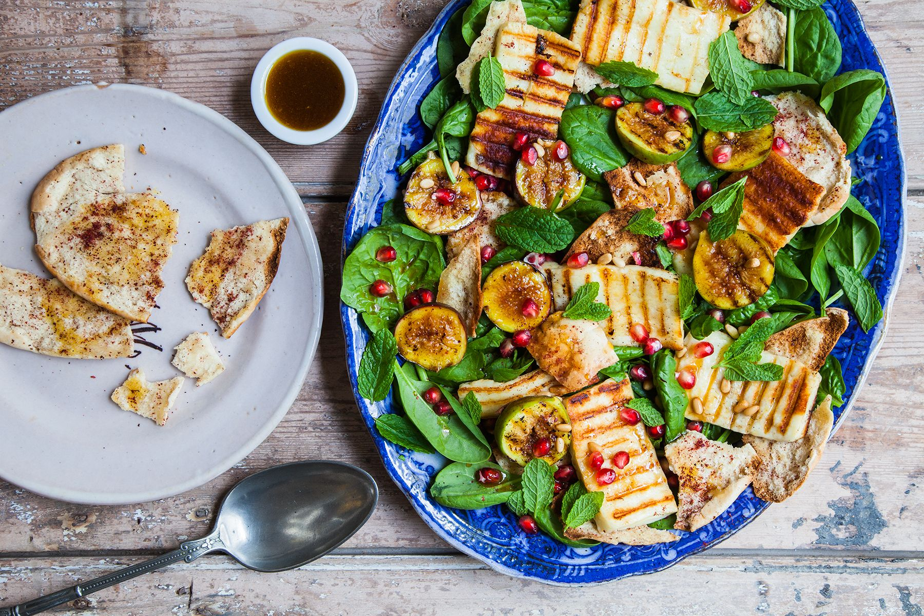 Grilled fig and halloumi salad with spinach and pita. #summer #MiddleEastern #Mediterranean #healthy