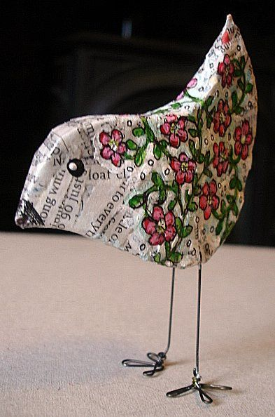 Vogeltje gemaakt met papiermache. Lijkt mij een mooi woensdagsmiddag projectje voor de kids!