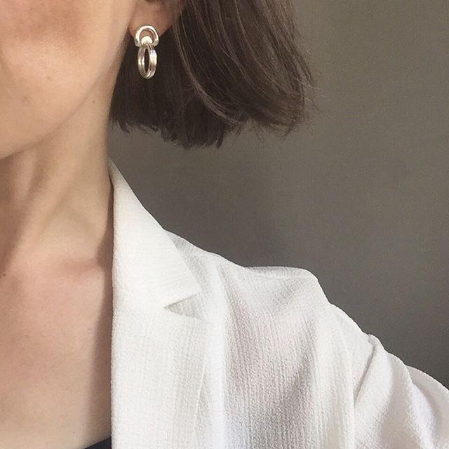 Vi er vilde med denne nye hoop ørering! Klassisk og cool på samme tid#sterlingsølv#test#prøve#designstudie#smykker#håndlavet#formgivning#designet#jewelry#denmark#madeindenmark#newproducts