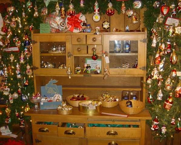 country christmas decorating   Country Christmas About Us Page - Unique Shop, Ornaments, Nativities ...