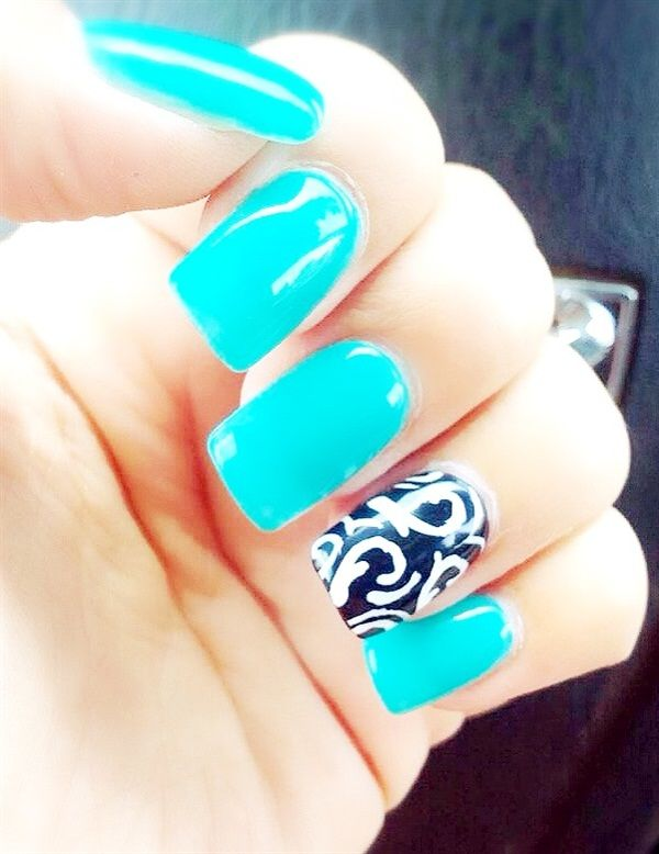 Photo of Day 119: Damask Accent Nail Art