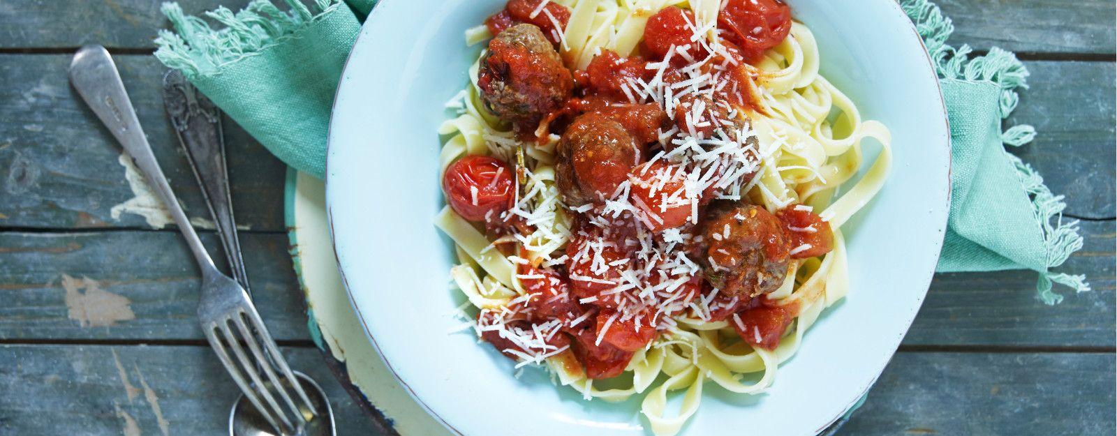 Italienske Kjottboller I Tomatsaus Med Tagliatelle Tagliatelle