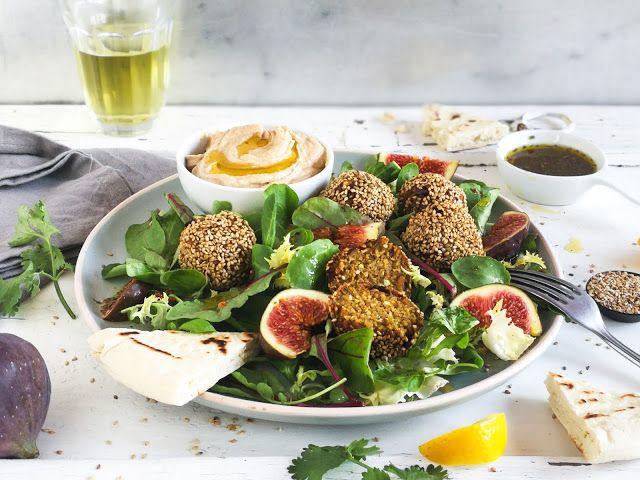 marokkanische Vollkorn Falafel mit Salat, frischen Feigen, Hummus - meine vegane küche